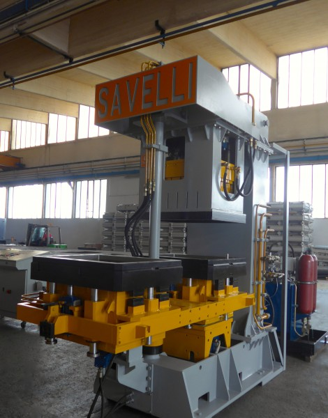 SAVELLI F2 molding machine for Pobjeda